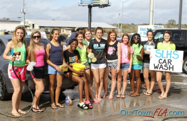 Carwash by Sunlake High School Cheerleaders for Tourney Trip